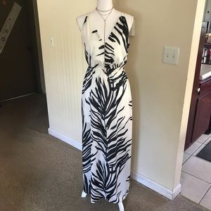 H&M Black and White V-Neck Palm Leaf Maxi Dress